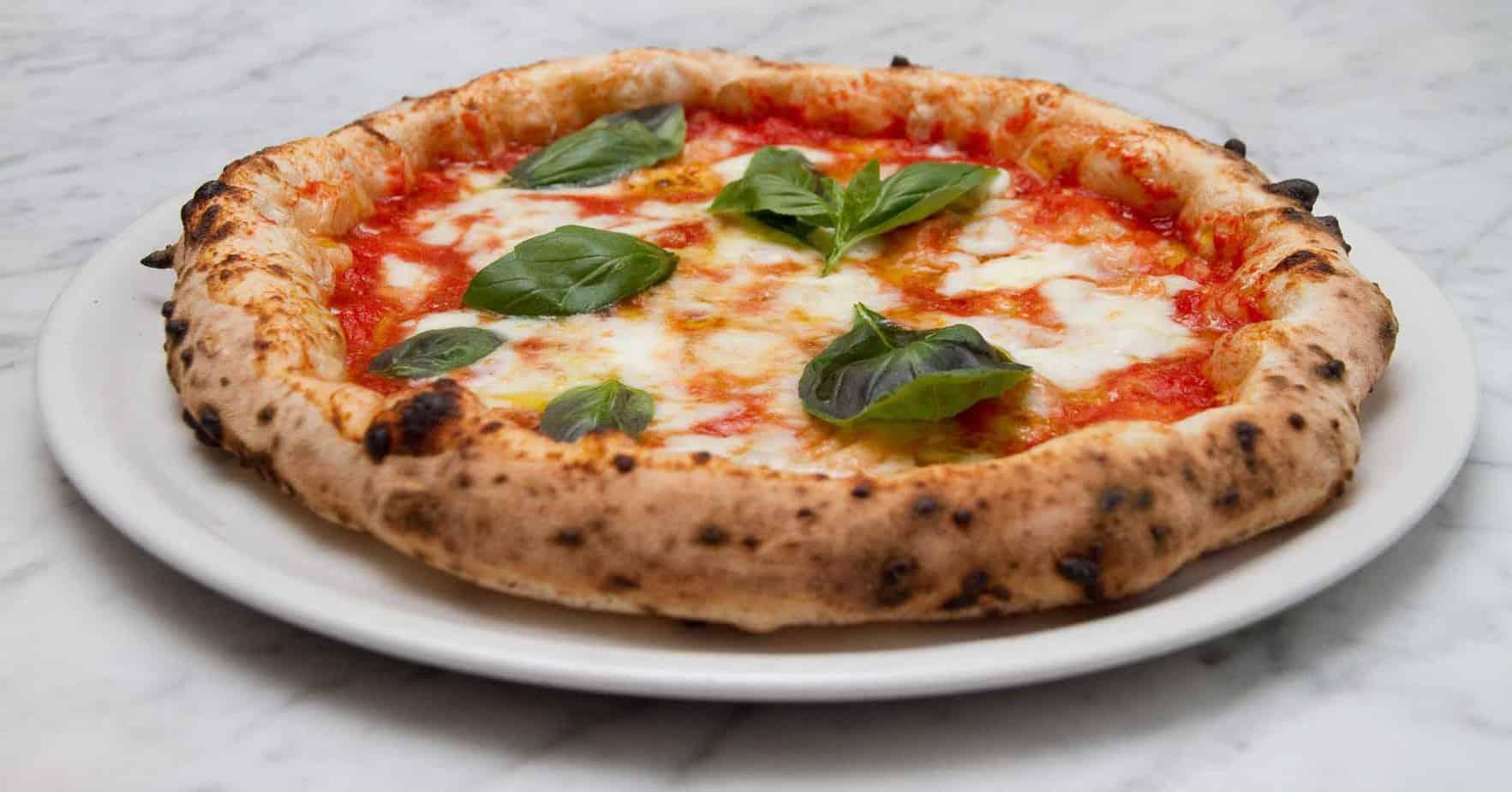 Ricetta Impasto Pizza Napoletana Gino Sorbillo.Come Fare La Vera Pizza Napoletana Guida Per Pizzaioli Professionisti Latteria Sorrentina